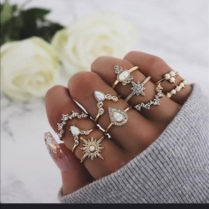 Jewelry - Gorgeous Gold Boho Ring Set